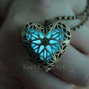 Free Shipping Cyan the Heart of Atlantis, Glowing Necklace , Glowing Jewelry,Glowing Pendant,Glow heart,Glow Pendant Necklace,Gift Ideas