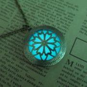 Free shipping Cyan Brass Plated Glow In The Dark Celtic Galaxy Locket Necklace
