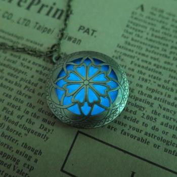 Free shipping Blue Brass Plated Glow In The Dark Celtic Galaxy Locket Necklace