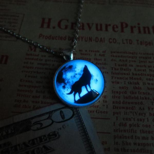 Free shipping Blue Moon wolf, prom jewelry, party jewelry,Glow in the dark jewelry,Glowing Pendant Necklace